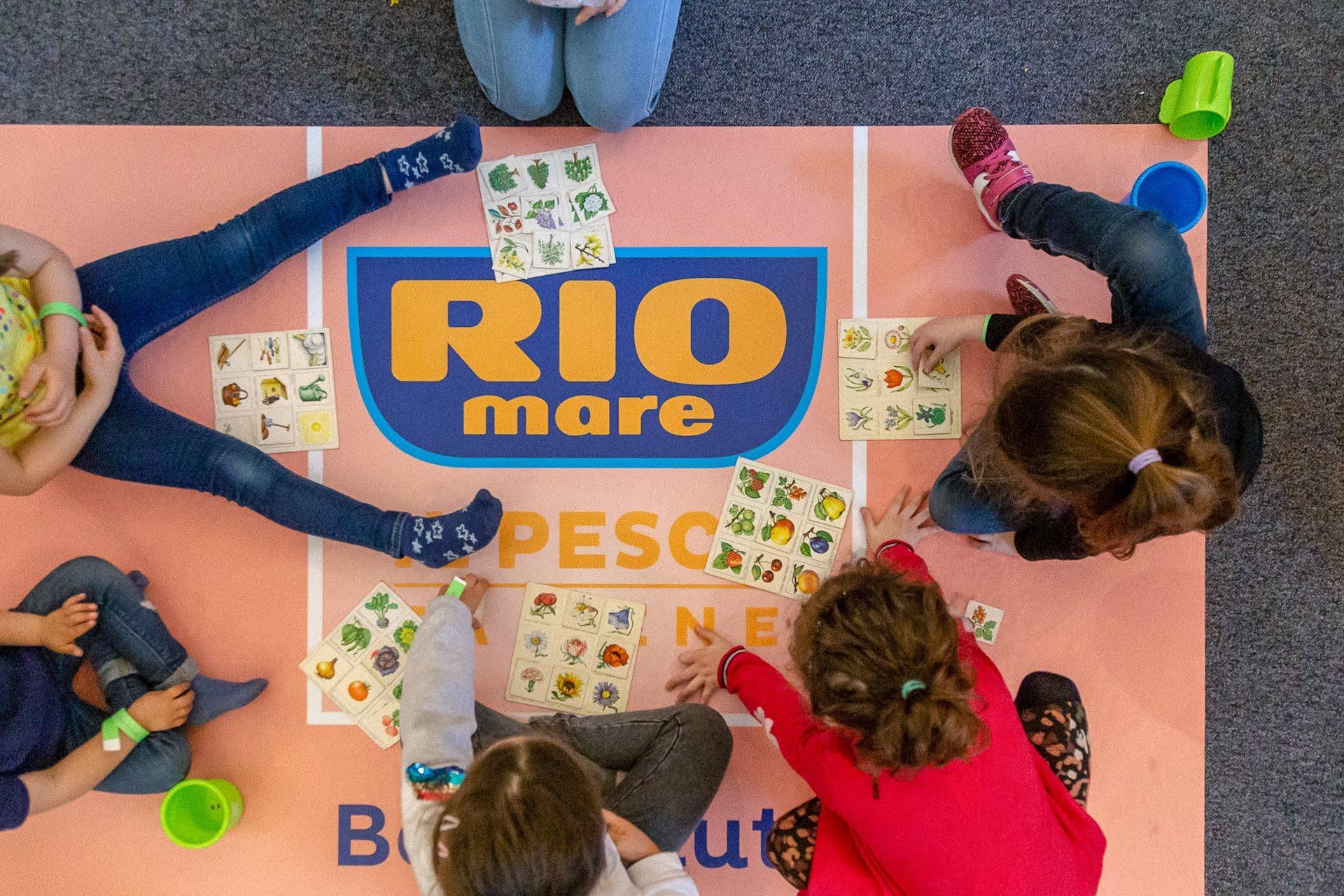 bambini giocano con riomare al mammacheblog di fattoremamma